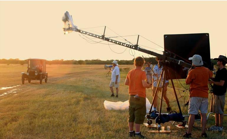 sử dụng boom cẩu để quay phim